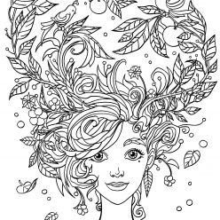 Девушка Лето с садом в волосах